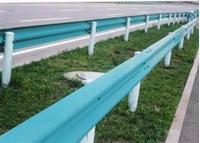图片 高速公路中央分隔带护栏