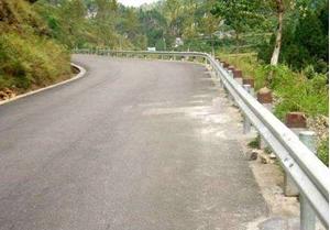 图片 乡村公路防护栏