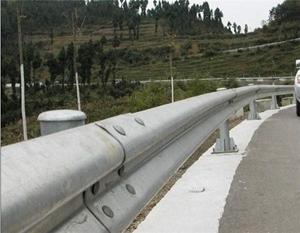 图片 乡村公路镀锌护栏板