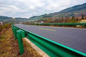 图片 乡村公路波形护栏板